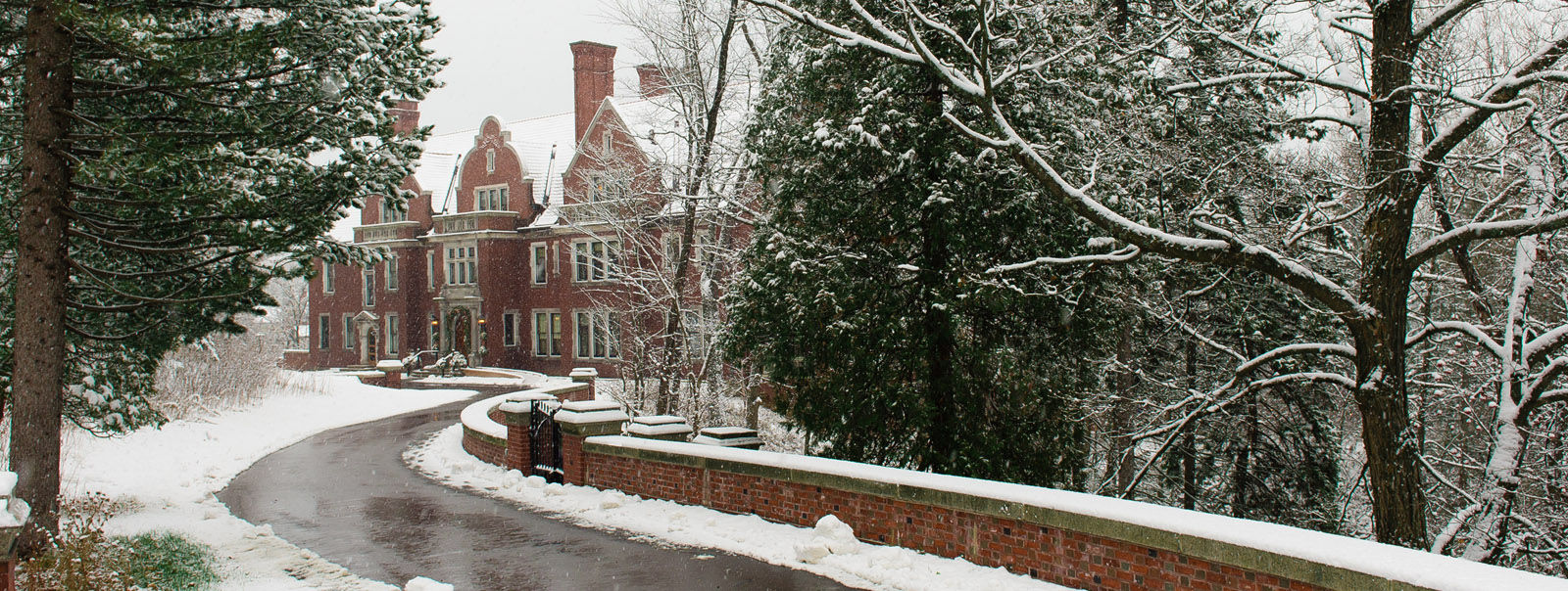 Glensheen Historic Estate, the perfect outdoor winter market venue in Duluth MN